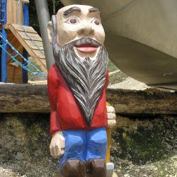 Skulptur-Zwerg-mit-Pickel