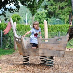 spielplatz-brienz-camping-aaregg-08-kleines-wackelboot