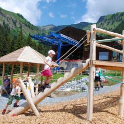 spielplatz-grindelwald-bort-Baumstammtreppe
