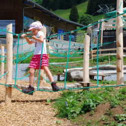 spielplatz-grindelwald-bort-KletternetzsenkrechtTraverse