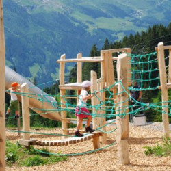 spielplatz-grindelwald-bort-Wackelsteg