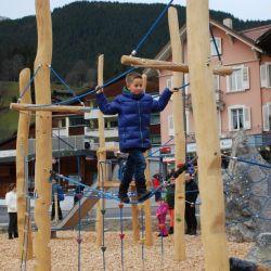 spielplatz-grindelwald-eiger-Balancierseilbruecke