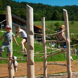 spielplatz-wisen-hupp-lodge-4-kletter-und-balancieranlage