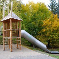 spielplatz-st-gallen-hor-01-spielturm-mit-spitzdach