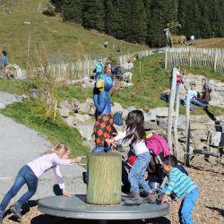 spielplatz-engelberg-ristis-Karussell_Globi
