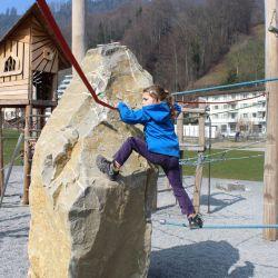spielplatz-kriens-lu-kletterstein