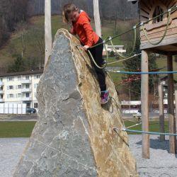 spielplatz-kriens-lu-kletterstein2