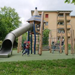 spielplatz-luzern-obermaettli-03-tunnelrutsche