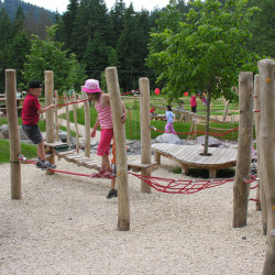 spielplatz-pilatus-krienseregg-balancierweg