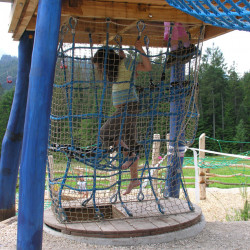 spielplatz-pilatus-krienseregg-netzaufstieg