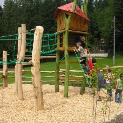 spielplatz-pilatus-krienseregg-spielhaus