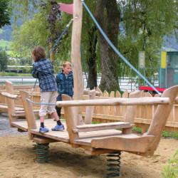 spielplatz-sarnen-seefeld-31-grosses-wackelboot